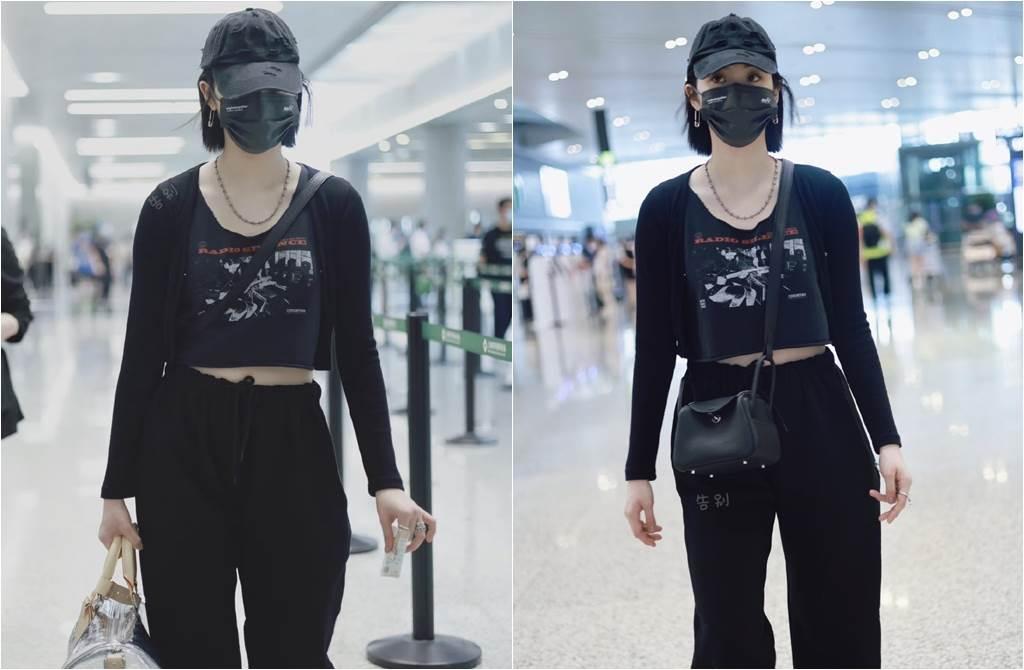 歐陽娜娜的機場穿搭,與楊冪撞衫。(取材自微博)