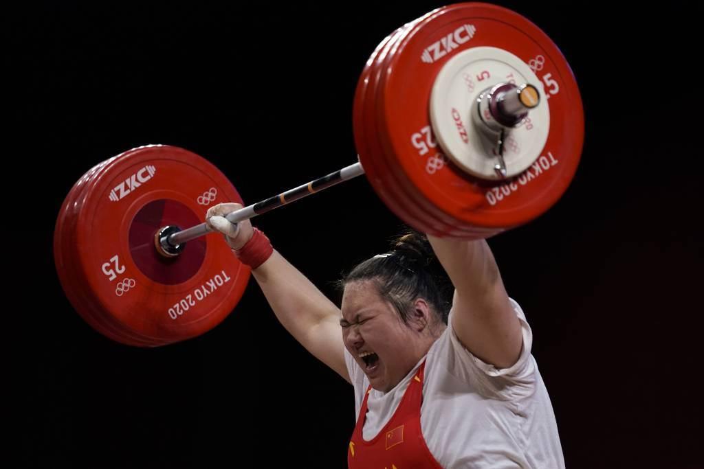 中國大陸女將李雯雯勇奪女子舉重87公斤以上級金牌。(美聯社資料照)