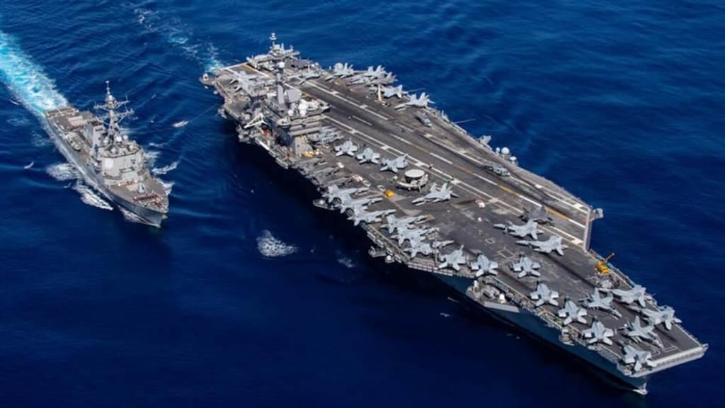 美國海軍卡爾文森號航空母艦2日從聖地牙哥海軍基地啟程前往太平洋部署。(圖/美國海軍)
