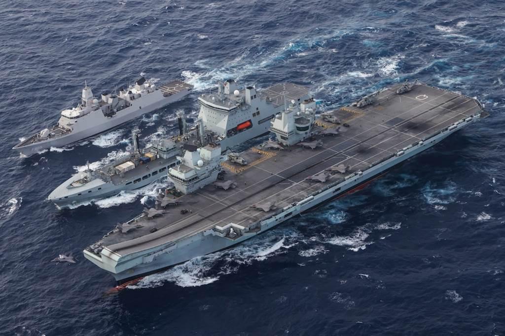 除了美軍卡爾文森號航母戰鬥群之外,目前英國伊莉莎白女王號航母戰鬥群也在亞太地區部署,兩個航母戰鬥群可能在本月內於南海大規模聯合演習中會合。(圖/美國海軍)