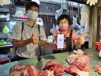 嘉義東市場買菜 行動支付「配」得安心