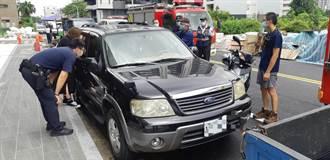 2歲女童正午反鎖車內 楠梓警方即刻救援