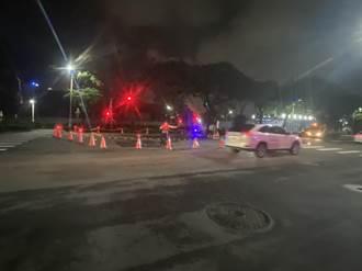 高雄凱旋夜市前路面坍塌 現場封鎖義交徹夜警戒