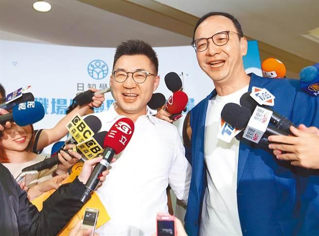 國民黨主席江啟臣(左)和前黨主席朱立倫(右)。(中時新聞網)
