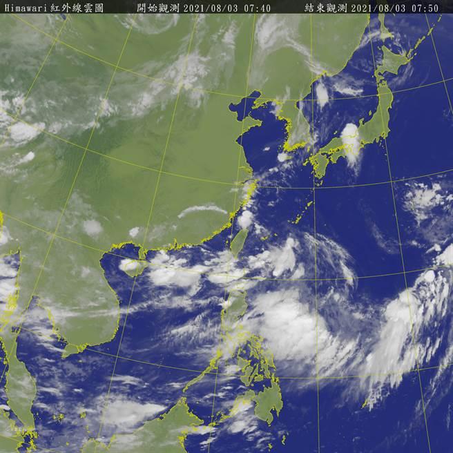 廣東海面低壓在西南季風環境內發展,其未來向東北進入福建、或向東北東進入台灣海峽的機率皆存在。(翻攝自氣象局)