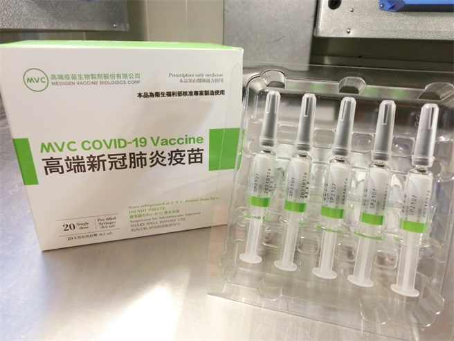 國產疫苗高端昨日已完成審查與檢驗,並核發封緘證明書,有眼尖網友發現疾管署網站中的疫苗簡介,高端也悄悄上線。(圖/食藥署提供)