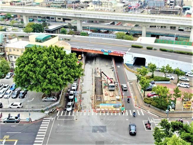 台中市建設局正進行「國光路地下道」填平工程進度超前,積極縫合都市景觀、優化交通品質。(台中市府提供/盧金足台中傳真)