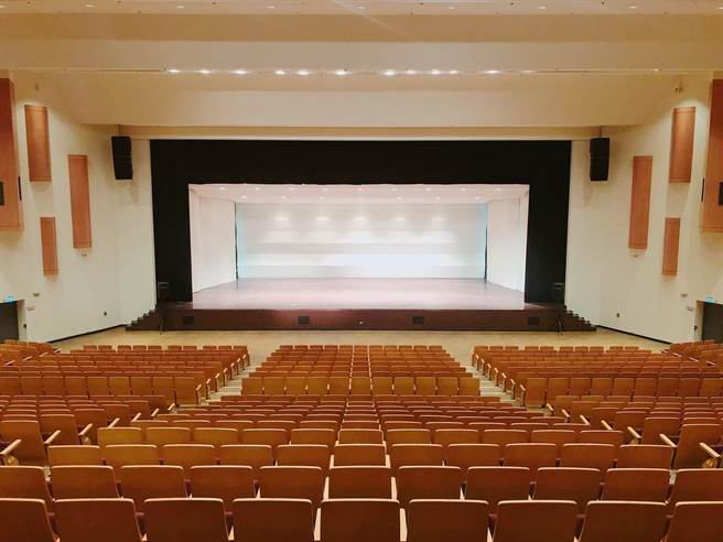 桃園市文化局統計8月至10月中,7大場館有約100檔演出提供所轄藝文場館演出團隊免費快篩試劑。(桃園市政府文化局提供/陳夢茹桃園傳真)