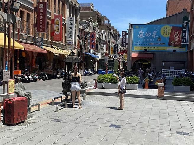 今日霞海城隍廟前迪化街(圖:工務局提供)
