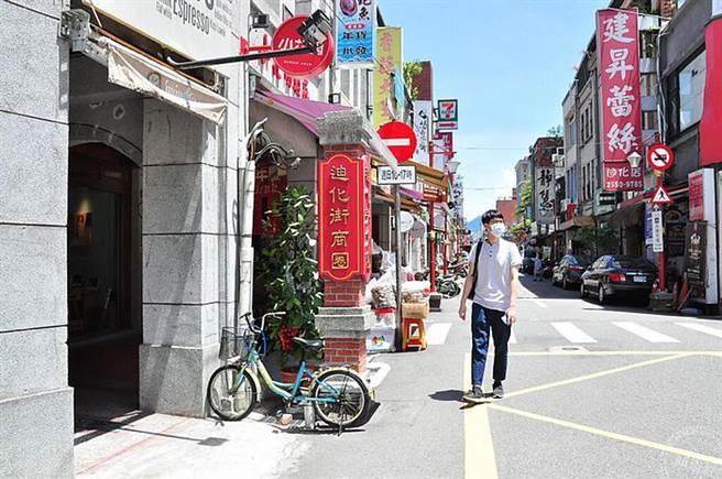迪化街商圈年貨大街(工務局提供)