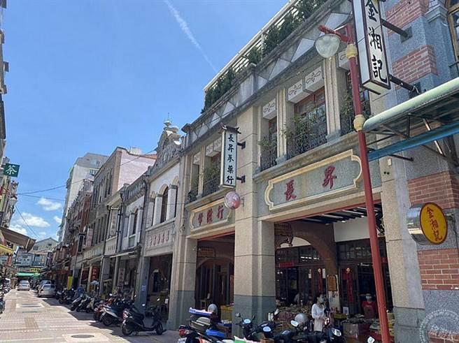 迪化街年貨大街有歷史的古建築(圖:工務局提供)
