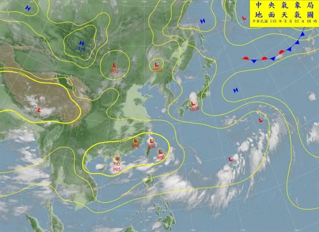 台灣位處低壓帶,附近有3個低壓環流,其中琉球附近的低壓若發展起來,將影響熱帶低壓或颱風的路徑偏東。(翻攝自氣象局)