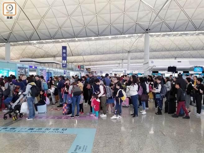 港官員:香港疫苗接種率下月底有望達七成。取自東網