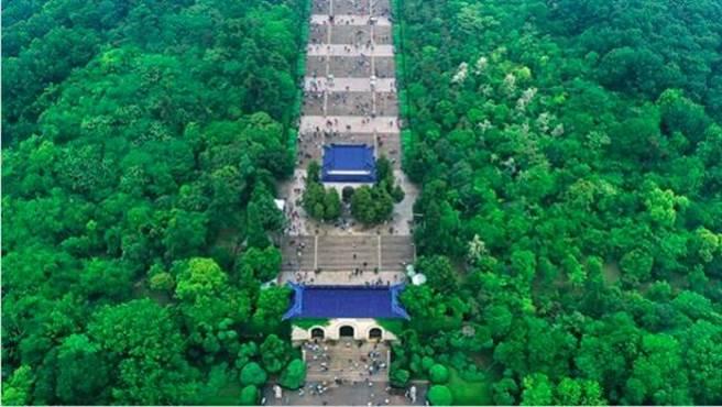 新冠疫情期間,江蘇省包括南京、揚州、宿遷,各類文旅場所已全部暫停開放。圖為南京中山陵景區。(澎湃新聞)