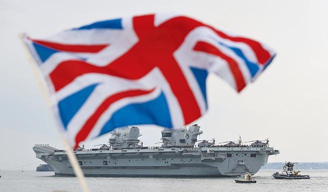 英國皇家海軍伊莉莎白女王號航空母艦打擊群,前天通過台灣東部外海,國防部表示,對台灣周遭的海空動態,國軍都嚴密掌控。(美聯社)