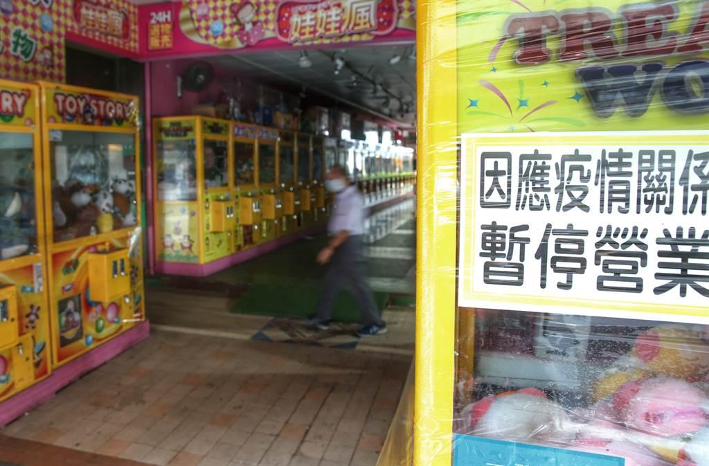 圖為受疫情影響,店家暫停營業。(資料照/王英豪攝)
