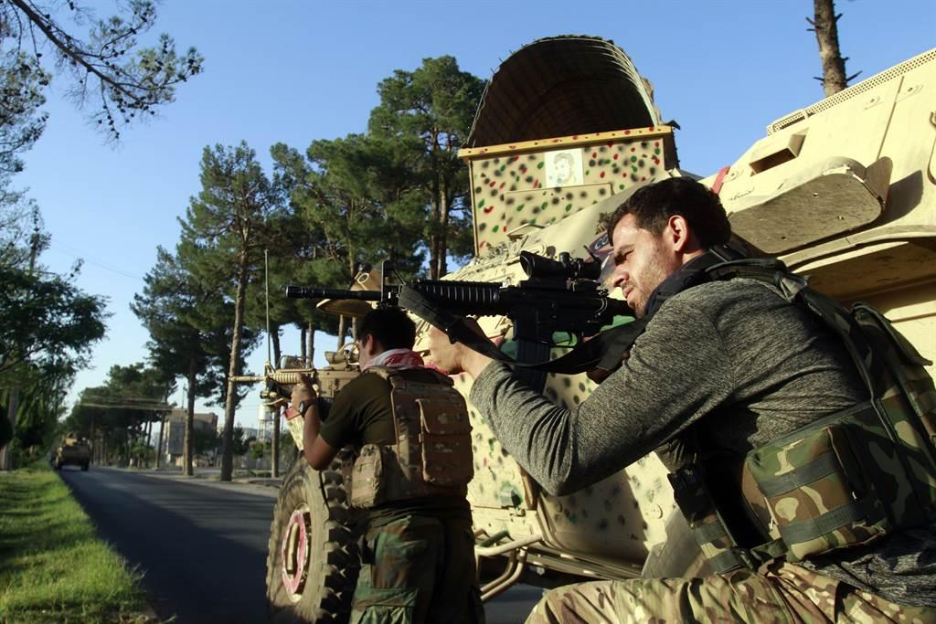 阿富汗軍方計劃把民兵組織「塔利班」(Taliban)一舉趕出南部大城拉什卡加。(圖/美聯社)
