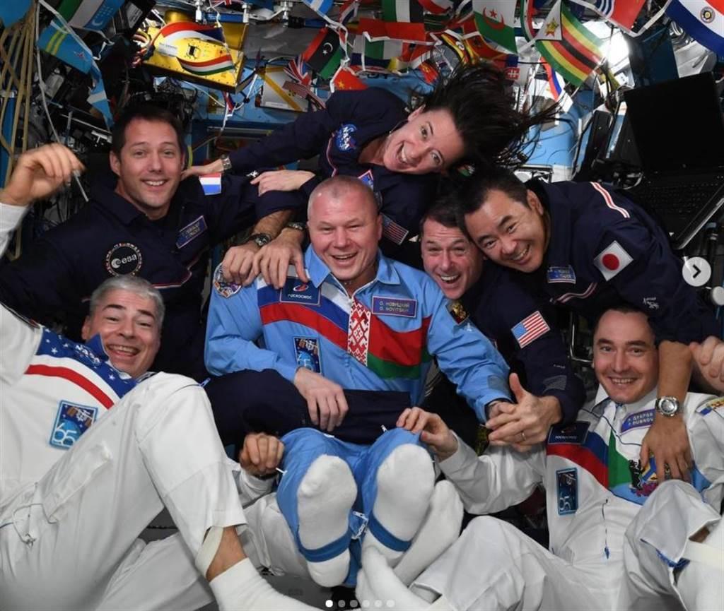 國際太空站的7名太空人,舉行了一場太空奧運會。(圖/Thomas Pesquet IG)
