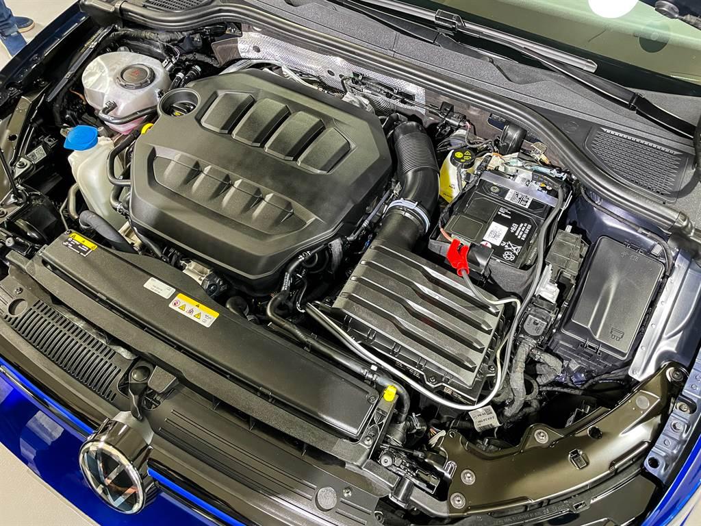 動力搭載2.0L引擎,擁有320PS最大馬力,0~100km/h加速僅需4.9秒!(圖/陳彥文攝)