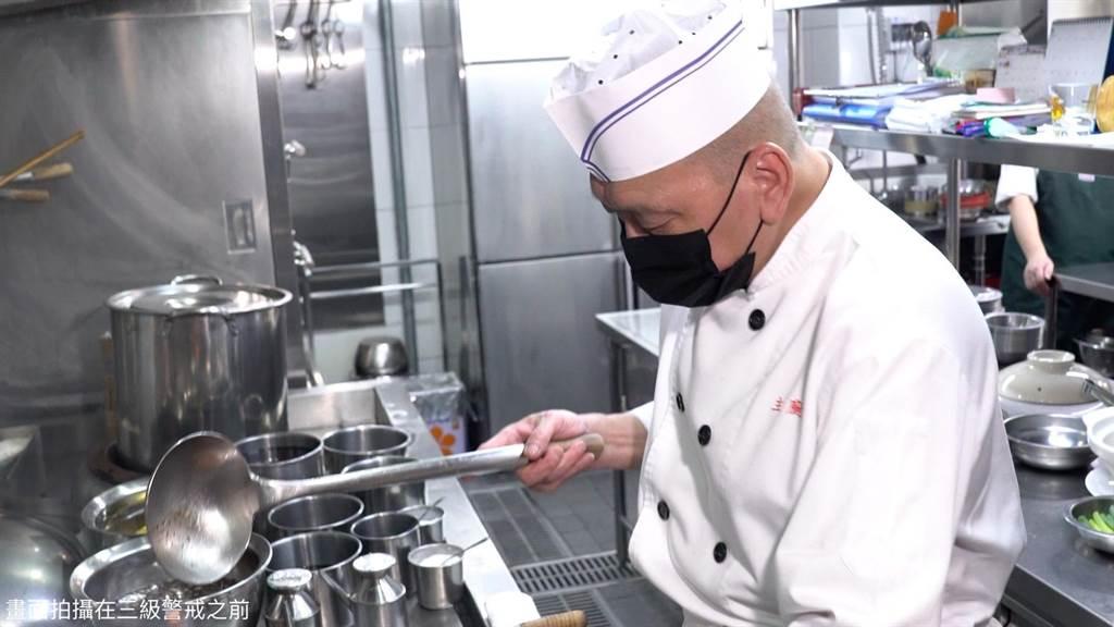 知名餐廳「鍋氣(wokhei)」主廚溫國輝希望保有創作自由,不想被米其林的「祕密客」評鑑,因此對米其林提起民事訴訟。(鍋氣提供)