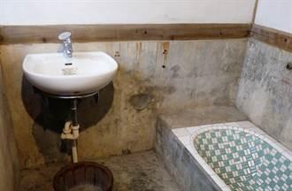 老房子浴室都蓋在樓梯下?網諷:根本「反人類設計」鄉民揭背後原因