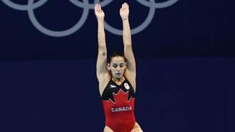 跳水女將起跳前失誤 「奇異姿勢」尷尬落水得0分竟爆紅