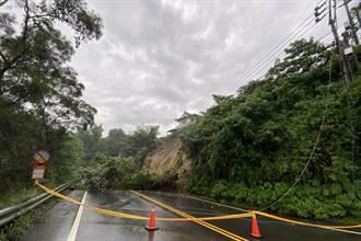新竹縣南清公路24K土石崩塌 師善堂旁道路只剩一半