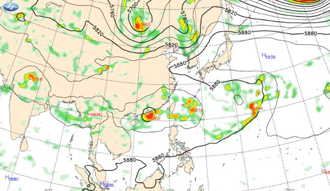 台灣附近有兩熱低壓盤據,其中一個已發展為輕颱盧碧。(中央氣象局提供)