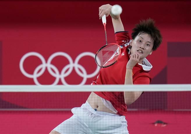 大陸羽球選手陳雨菲驚險勝出,擊敗台灣好手戴資穎,讓「中國台北羽球」連兩天登上微博的熱搜排行榜。(圖/新華社)