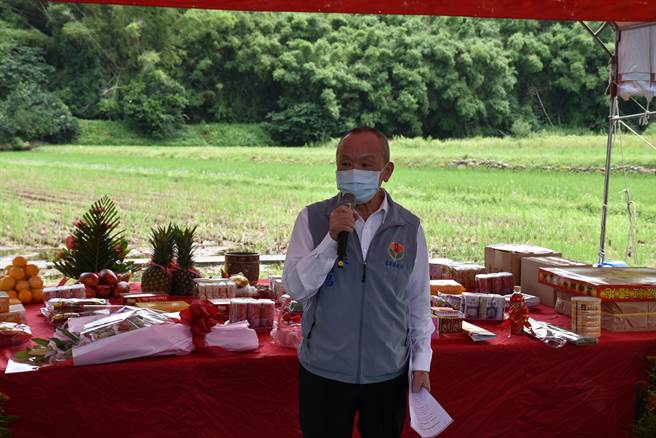 苗栗縣長徐耀昌指示地政處積極爭取內政部同意撥款處理農地重畫及新建農水路。(謝明俊攝)