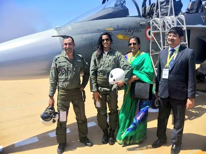 辛度不只是奧運銅牌得主,還曾創下印度有史以來首位駕駛國產戰機女性的殊榮。(圖/印度空軍推特)