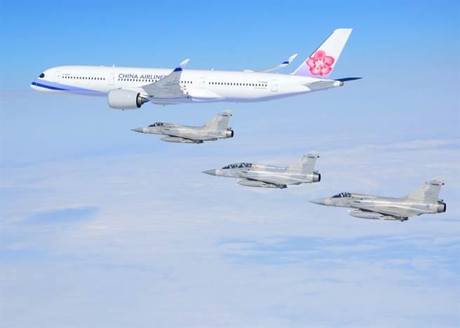 6架幻象戰機升空迎奧運選手榮歸,空軍這趟要花600萬。(資料照/國防部提供)