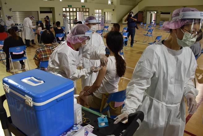 苗栗縣恢復疫苗施打。(謝明俊攝)