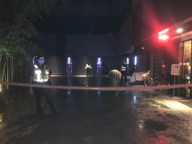 台中太平新興路一家汽車旅館驚傳命案,27歲男子疑遭人悶斃並丟包棄屍。(讀者提供/馮惠宜台中傳真)