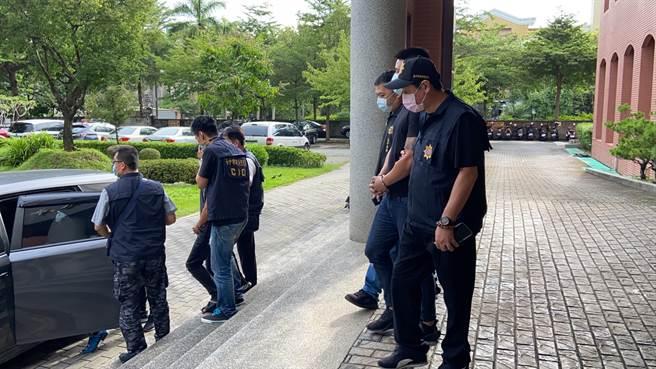 警方在訊後依殺人罪將三人移送。(民眾提供/馮惠宜台中傳真)