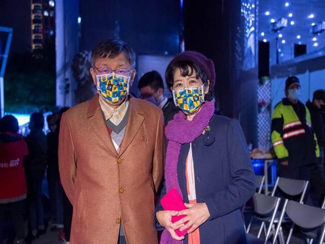 台北市長柯文哲(左)與妻子陳佩琪(右)。(摘自陳佩琪Peggy 臉書/張穎齊台北傳真)
