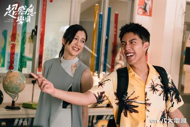 劉奕兒(左)、蔡凡熙在主演《超感應學園》有許多精彩對手戲。(八大提供)