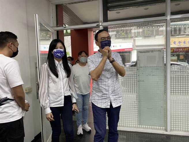 國民黨前主席朱立倫4日回防桃園,現任黨主席江啟臣也低調訪議長邱奕勝。(蔡依珍攝)