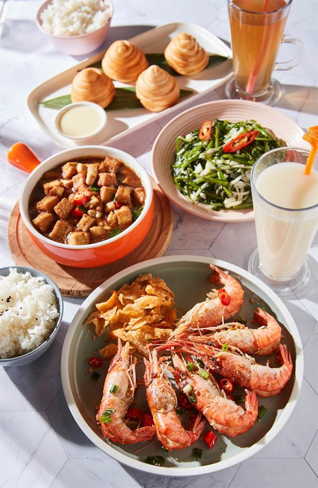 京站的百貨獨家活蝦品牌HeyAhh推出每桌任點一道活蝦料理,即贈胡椒HeyAhh券。(京站提供)