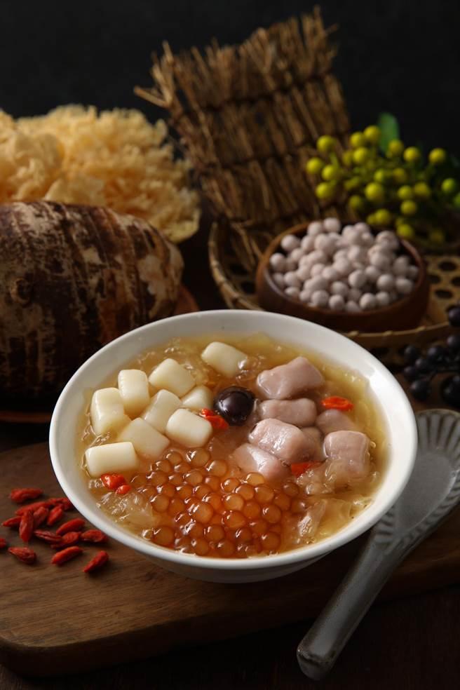 京站的阿爸的芋圓綜合銀耳湯推出第二份半價優惠。(京站提供)
