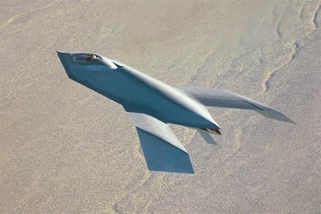 獵食鳥試飛照片相當稀少。(圖/美國空軍)