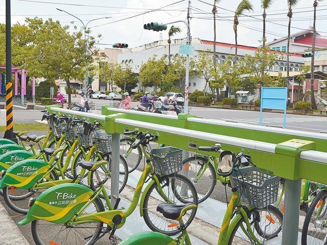 受到通勤族和觀光客減少,台南市公共自行車T-Bike租賃系統使用率大減。(張毓翎攝)
