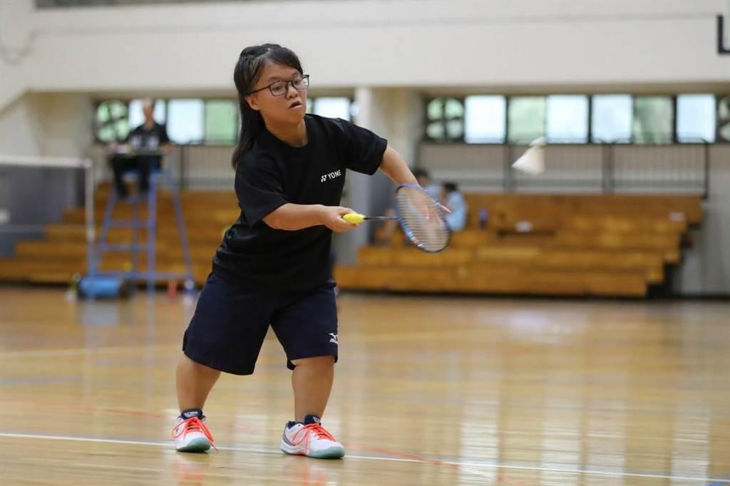 蔡奕琳從不會打羽球到參加國際賽拿金牌,只花了4個月時間。(大同大學提供)
