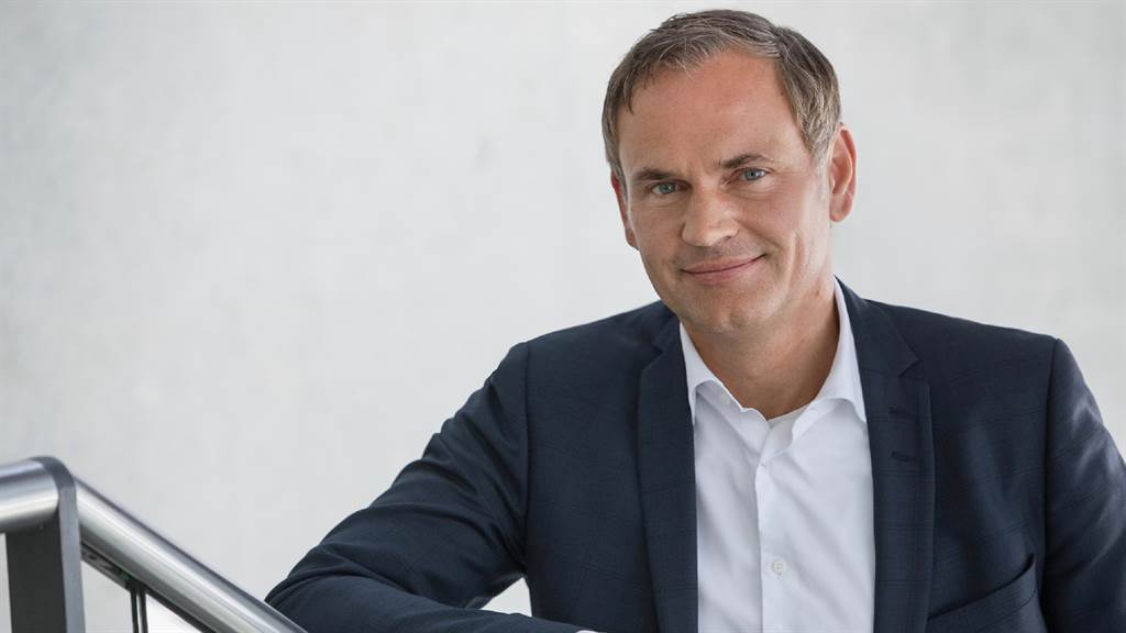 保時捷全球執行董事會主席Oliver Blume表示,在歐洲有超過四成消費者選擇電動車,電動化轉型的成功讓保時捷預計可在2030年達成碳中和目標。(圖/品牌提供)