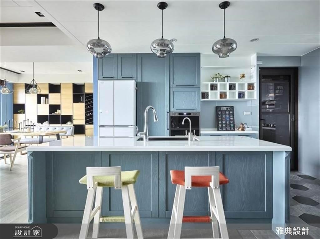 好清爽! 10 款清新餐廚空間,教你用色彩學擊退廚房裡的躁熱感!(圖/設計家)