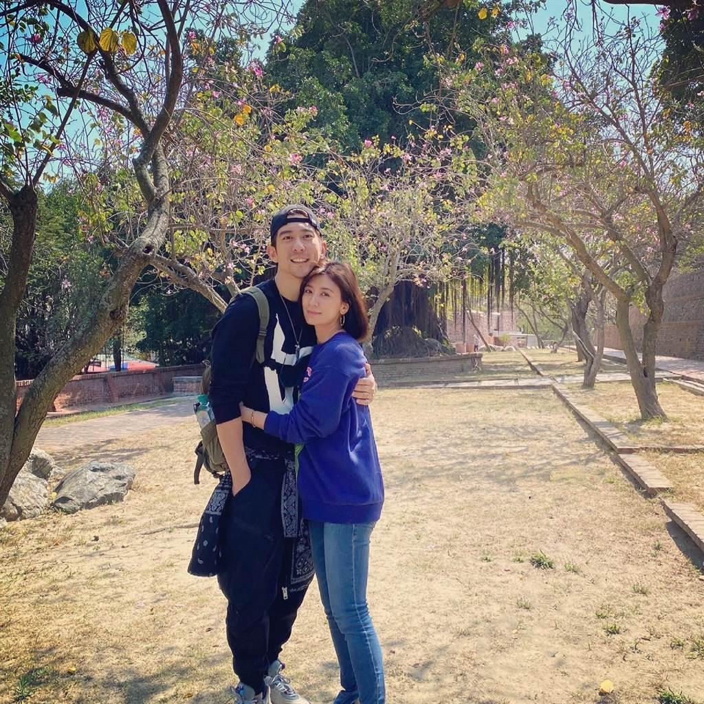 賈靜雯和修杰楷結婚6年,甜蜜感情令人稱羨。(圖/翻攝自臉書)