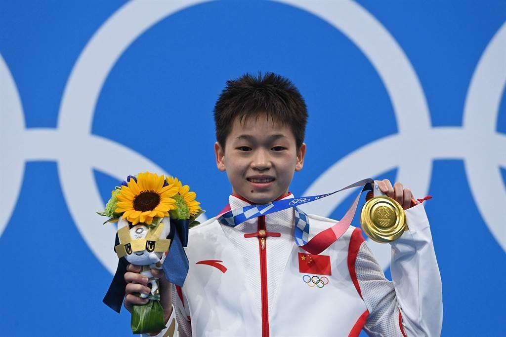 年僅14歲的大陸跳水女子小將全紅嬋,摘下女子單人10公尺跳台金牌。(澎湃新聞)