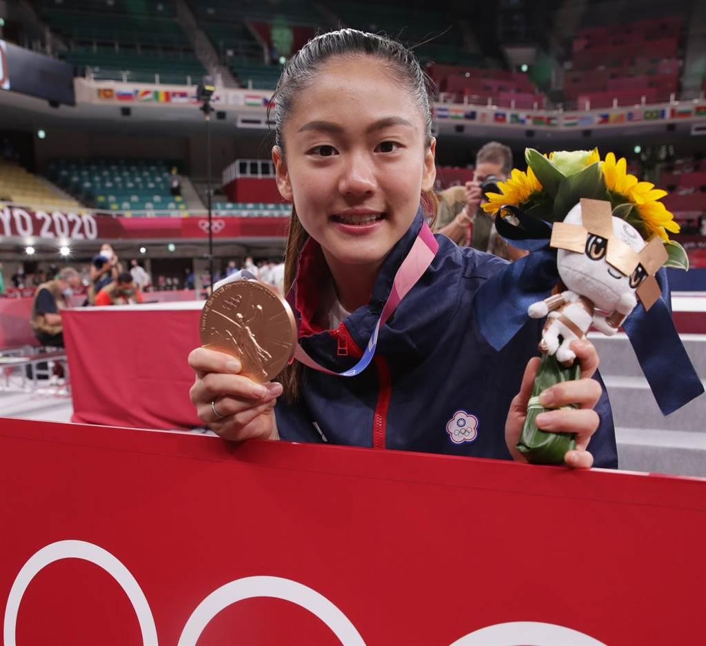 東京奧運空手道女子55公斤級,中華隊文姿云拿到銅牌,為台灣贏得第12面獎牌。(季志翔攝)