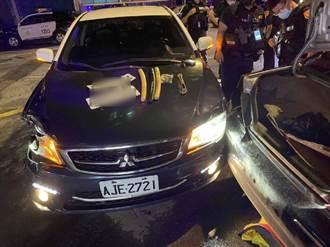 桃園街頭上演警匪追逐 車輛拒盤查衝撞員警 遭連開3槍圍捕