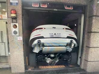 300萬BMW「倒栽蔥」墜電梯井 車主嚇破膽後車座逃出